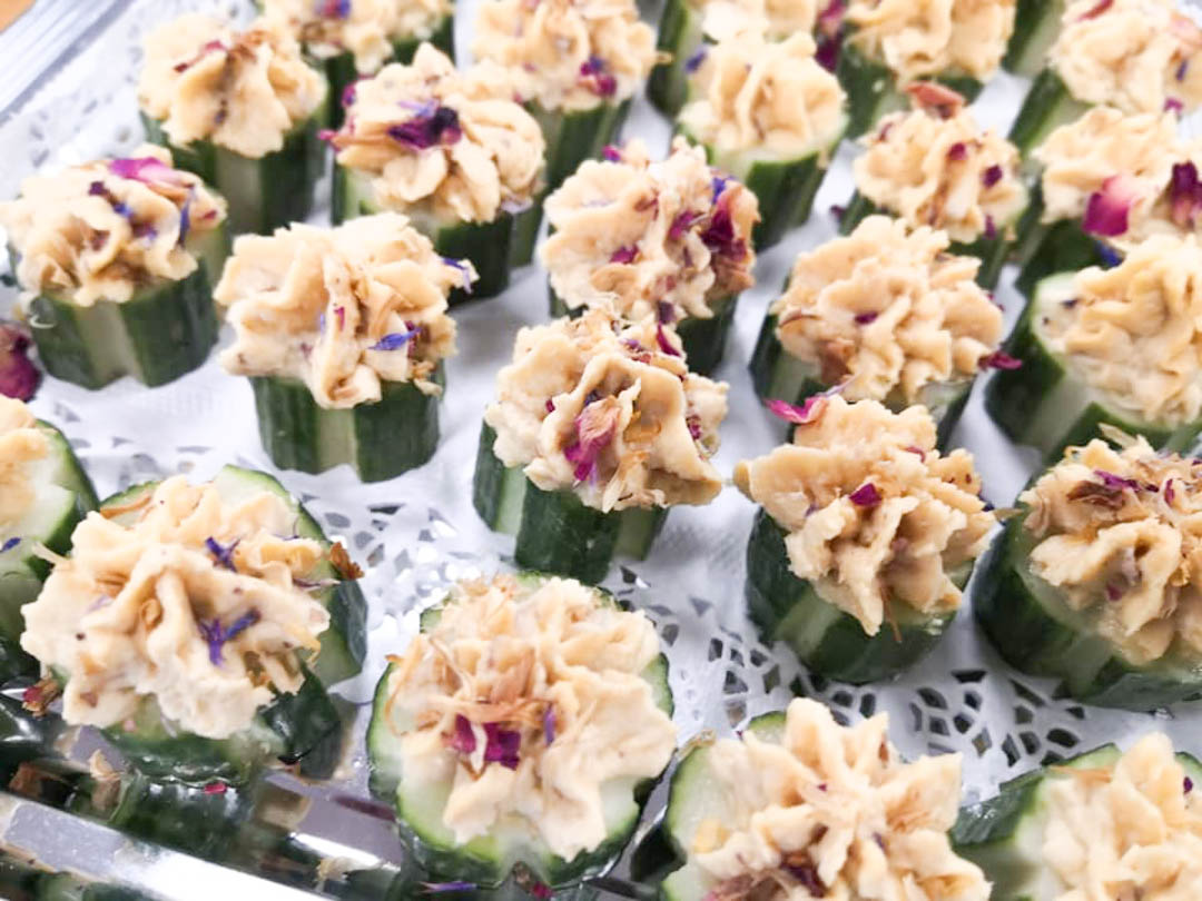 ein beliebter Snack mit Hummus