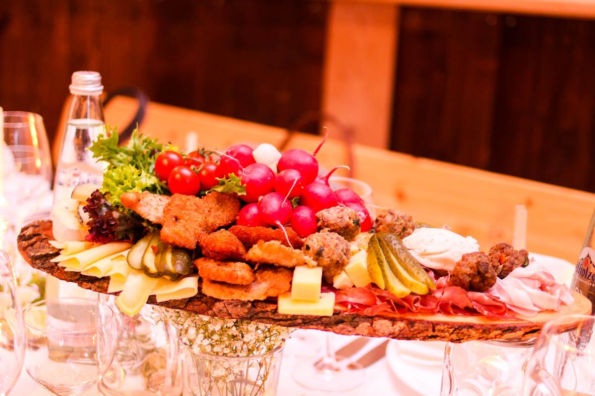 Brotzeitbrettl als bayerischer Lunch