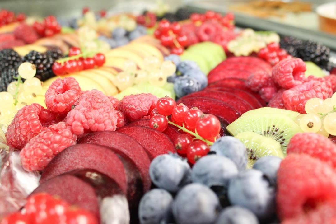 Frisches Obst auf Gut Thurnsberg servieren